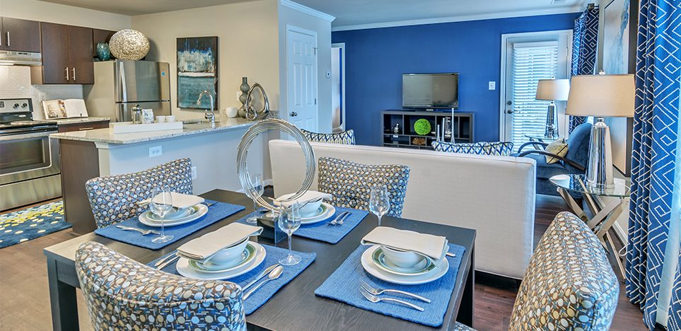 Bell Fair Oaks apartments dining room and kitchen